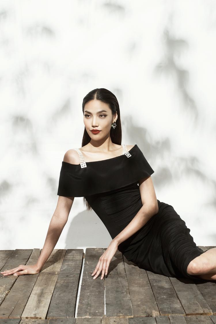 Lan Khuê khoe vóc dáng sexy với váy áo xuyên thấu