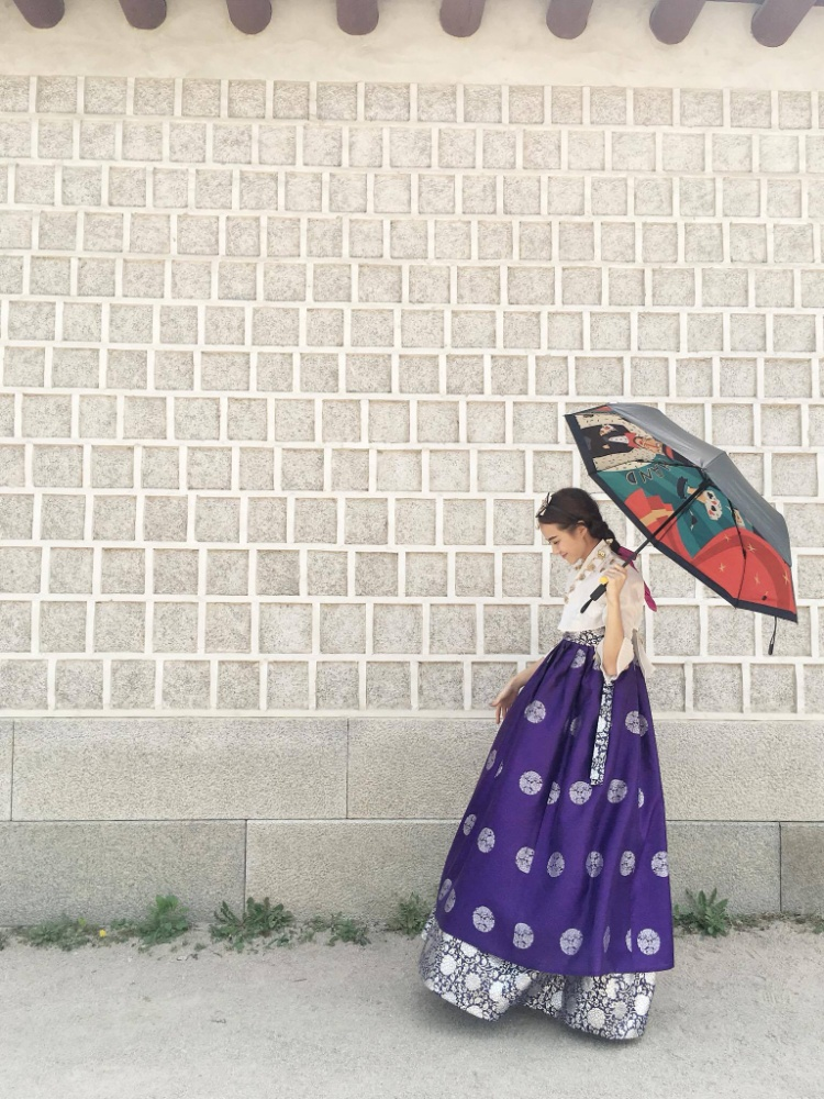 Hoa hậu Kiều Ngân tung bộ ảnh diện Hanbok mặc tin đồn sắp kết hôn
