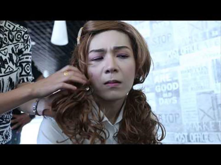 Còn Kelvin Khánh lại khiến fan không nhịn được cười khi giả gái.