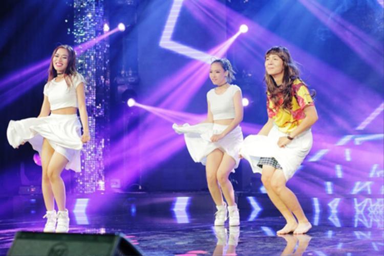 """Anh chàng khiến fan sung sướng với tiết mục cực """"nhây"""" giả thành viên Yura của nhóm Girls Day."""