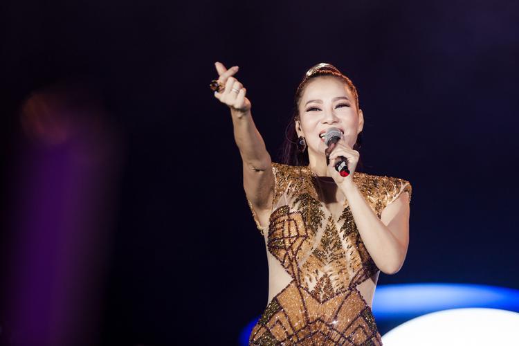 Cùng xem những hình ảnh mới nhất của nữ HLV Giọng hát Việt 2017 trong đêm diễn tối 6/5 tại Đà Nẵng…
