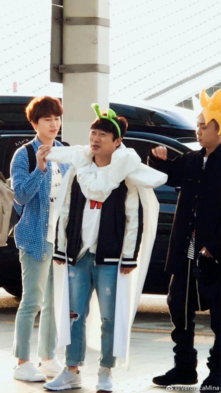 Phố cổ Hà Nội bất ngờ xuất hiện bộ ba mỹ nam Ahn Jae Hyun Kyuhyun Mino, thậm chí họ ở lại Việt Nam 9 ngày?