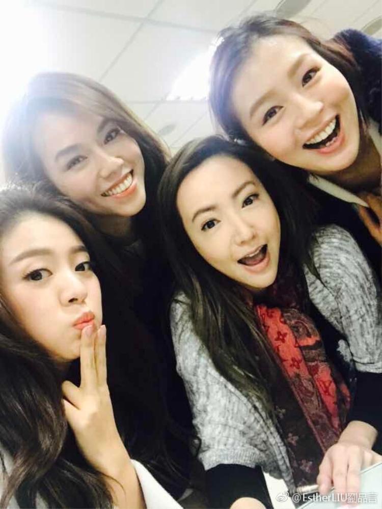 An Dĩ Hiên và các cô bạn thân Hạ Vu Kiều, Lưu Phẩm Ngôn, Liêu Ngữ Thanh.