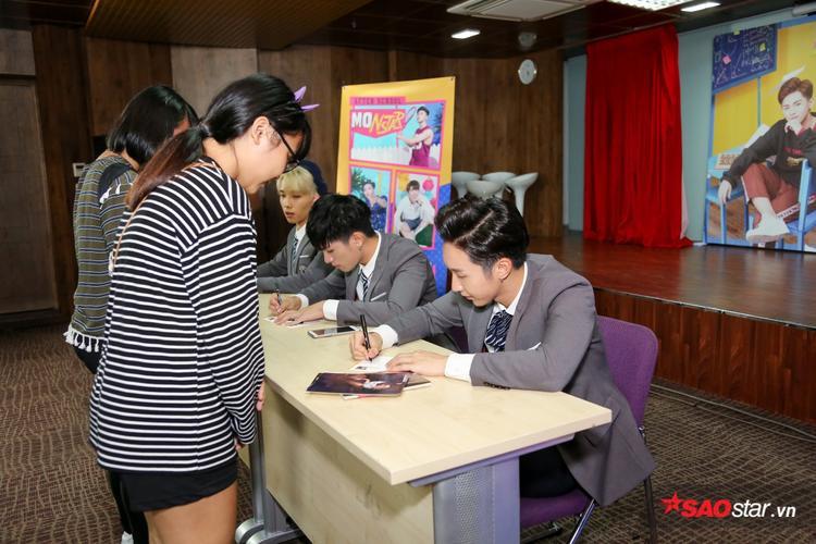 MONSTAR kết hợp cùng Lou Hoàng trong buổi fan meeting lượng khán giả khủng