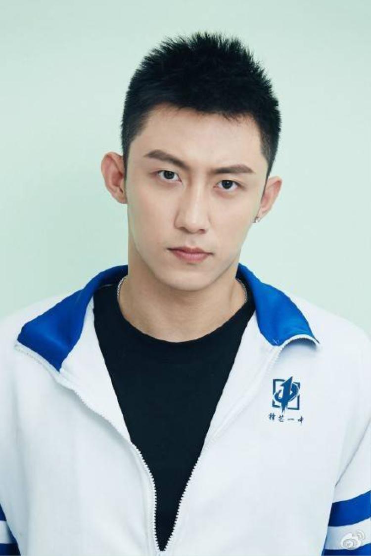 Hoàng Cảnh Du, ngôi sao trẻ nổi lên từ webdrama đam mỹ học đường Thượng Ẩn.