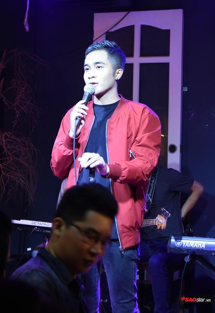 Tuấn Phong khiến người nghe hào hứng với Và thế là hết, Sugar (Maroon 5). Ngoài ra, chàng trai trẻ đến từ team Tóc Tiên còn giới thiệu ca khúc do chính anh sáng tác mang tên Ngàn dặm đường đi cùng anh.
