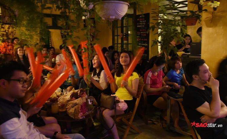 Kết thúc đêm nhạc, tất cả các ca sĩ góp mặt ngày hôm qua còn cùng nhau hát vang chung sáng tác quen thuộc của nhạc sĩ Huy Tuấn Cảm ơn tình yêu như một lời tri ân dành tặng các khán giả.