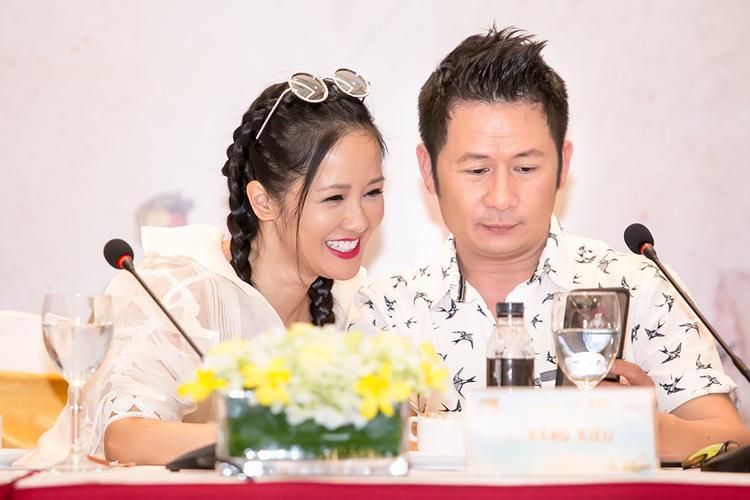 Với sự chỉ bảo của hai danh ca Bằng Kiều, Hồng Nhung, cùng sự động viên và truyền đạt của nhạc sĩ Hồng Kiên, dàn nhạc và ekip tổ chức, hi vọng sự xuất hiện của các ca sĩ nhí trên sân khấu In the spotlight sẽ mang lại những ấn tượng tốt đẹp trong lòng khán giả.