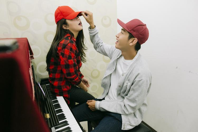 Hiện tại, Quang Đăng và Thái Trinh không chỉ được mọi người yêu mến về khả năng nghệ thuật mà cặp đôi này còn khiến người khác phải yêu quý vì chuyện tình dễ thương.