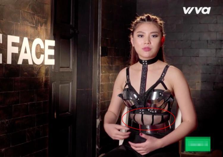 Hình ảnh Chúng Huyền Thanh lộ bụng mỡ trong The Face 2016.