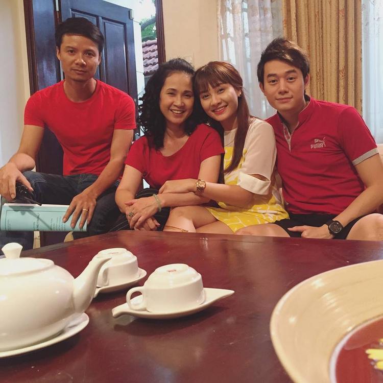 Minh Vân và mẹ chồng ngoài đời yêu thương nhau lắm nhé.