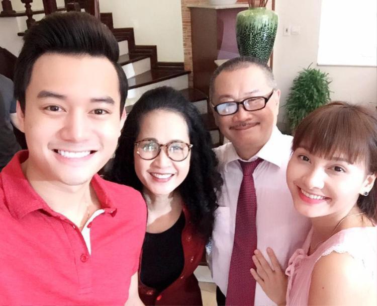 """Cô dâu Minh Vân ngoài đời khá tình cảm với """"nhà chồng""""."""