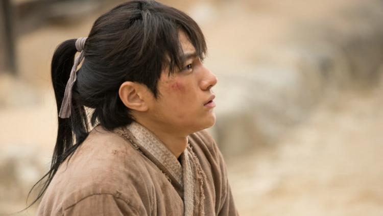 Ruler: Master Of The Mask: L (INFINITE) được khen khóc quá ngọt khi lần đầu đóng phim cổ trang