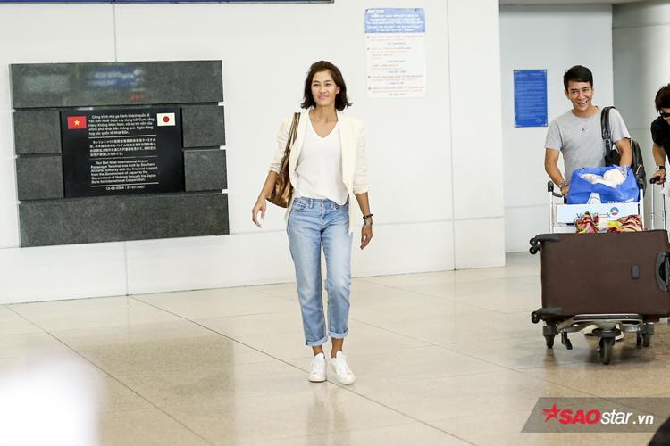 Chị Đại The Face Thailand Lukkade Metinee bất ngờ có mặt tại sân bay Tân Sơn Nhất