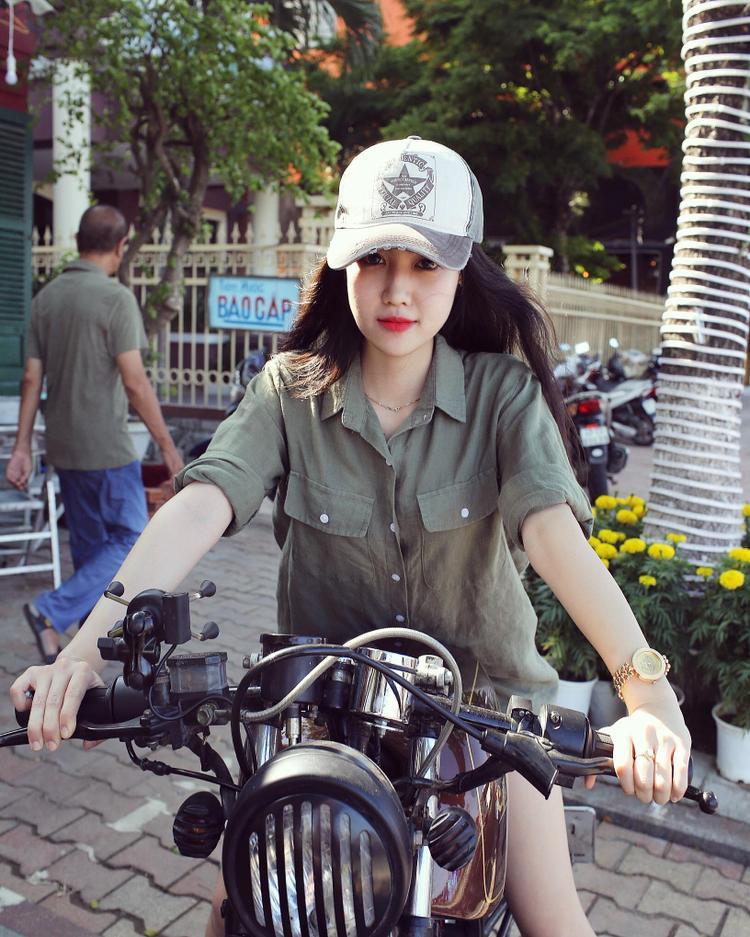Cô nàng sở hữu gương mặt xinh đẹp với những tiêu chuẩn đậm chất Á Đông.