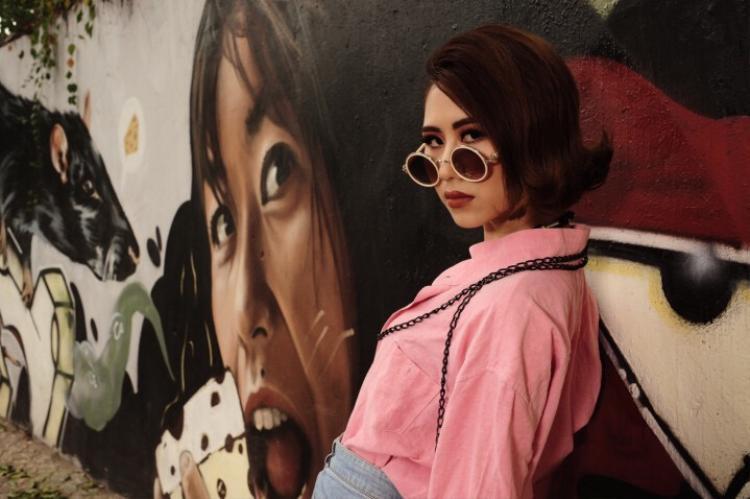 Hà Đặng cho biết, trong âm nhạc và tình yêu, cô đều cân bằng được giữa lý trí và cảm xúc để giữ được cá tính và màu sắc của riêng mình.