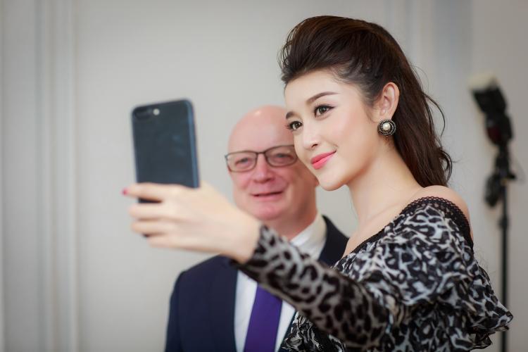 Gương mặt xinh đẹp không góc chết của Á hậu Hoa hậu Việt Nam 2014.