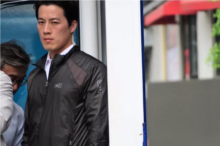 Vệ sĩ soái ca của tân Tổng thống Hàn Quốc gây sốt vì quá đẹp trai