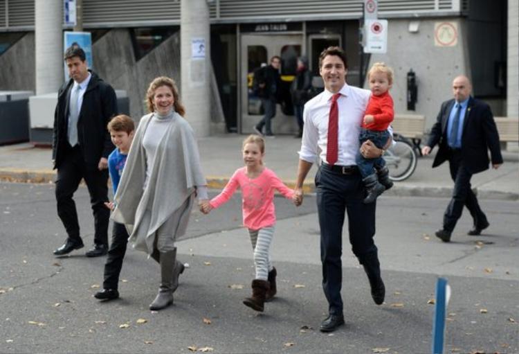 Sự gắn bó với gia đình và cách nuôi dạy các con của Thủ tướng Trudeau khiến người dân Canada rất có thiện cảm với vị nguyên thủ quốc gia này.