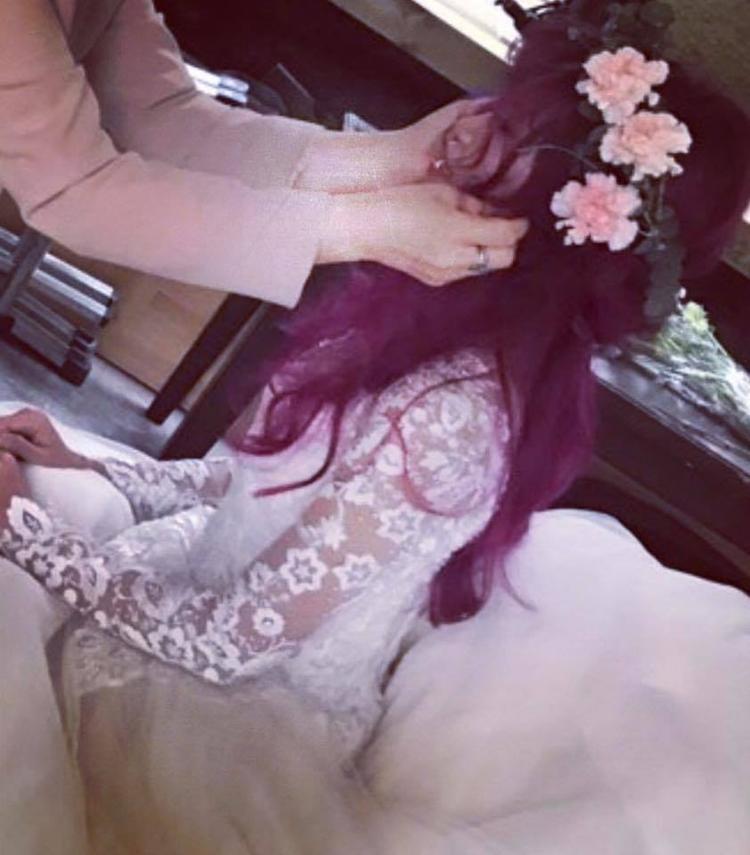 Cô dâu khởi My vô cùng xinh đẹp trong bộ váy cưới màu trắng.