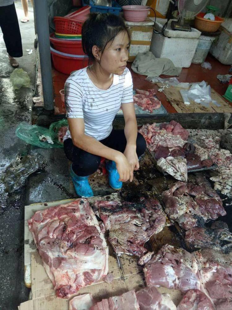 Chị Xuyến cho biết không có ai là người thân, người nhà của Đàm Vĩnh Hưng liên hệ để mua thịt.