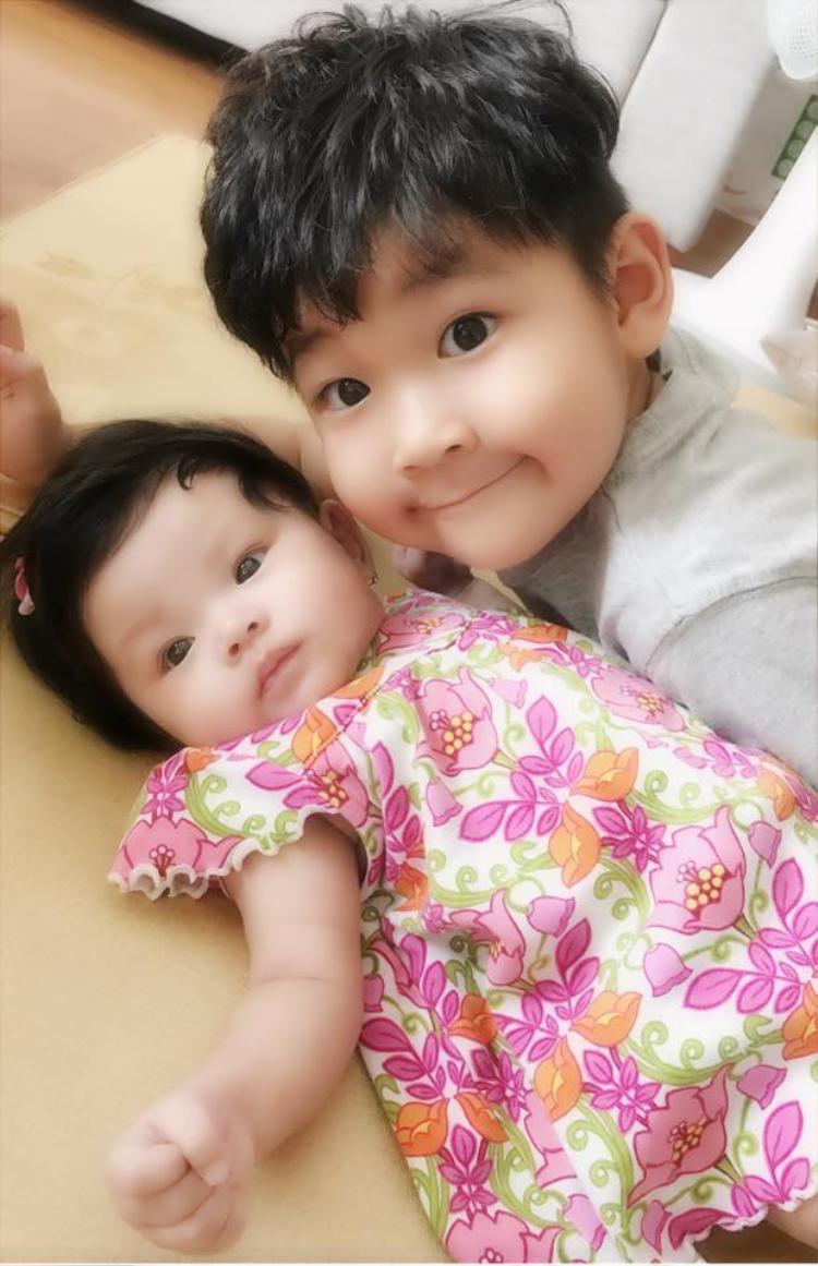Con trai Thành Đạt sang nhà, giúp Hải Băng chăm sóc em gái