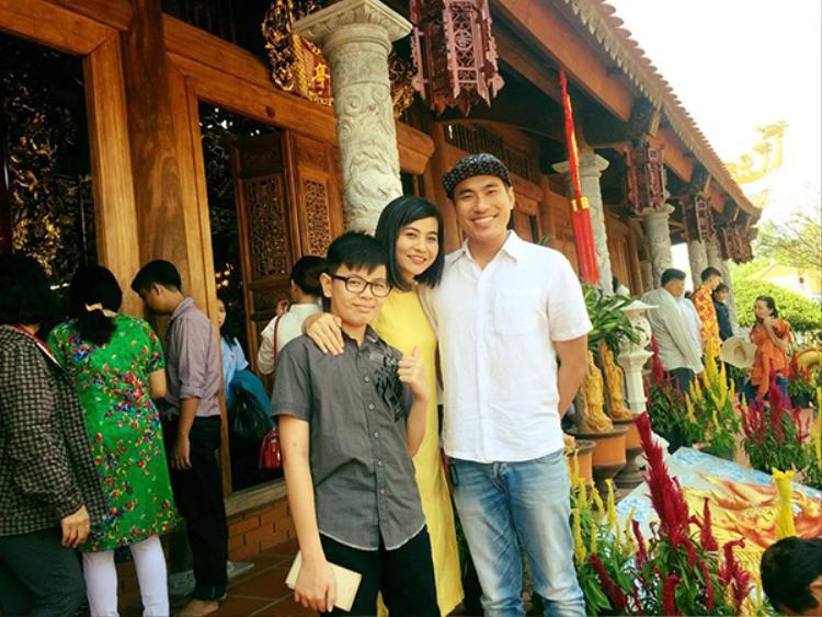 Kiều Minh Tuấn cũng rất được lòng con trai riêng của Cát Phượng.