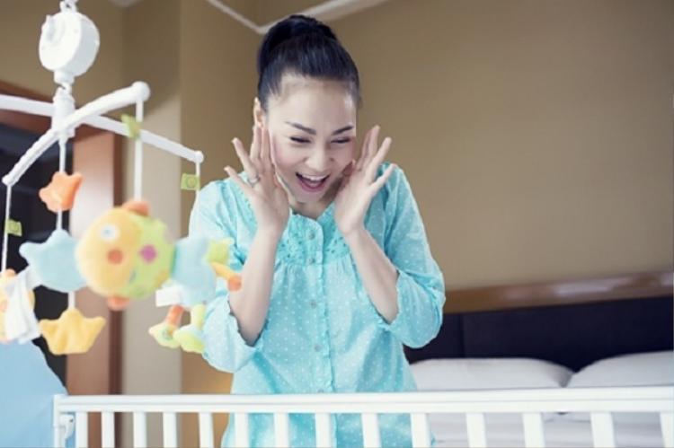 Ca sĩ Thu Minh luôn có những khoảnh khắc đáng yêu bên bé Gấu.