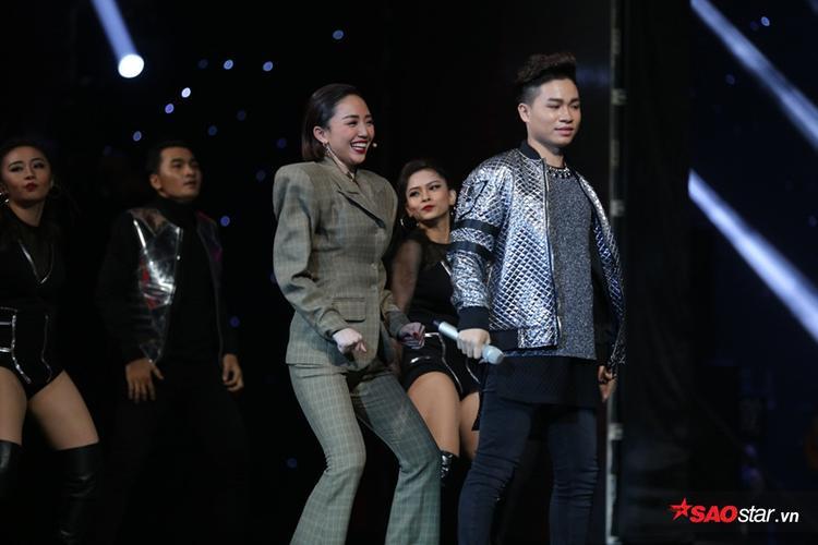 Tái hiện Vũ điệu cồng chiêng của Tóc Tiên, trò cưng Thu Minh làm bùng nổ cả sân khấu với bản phối mới