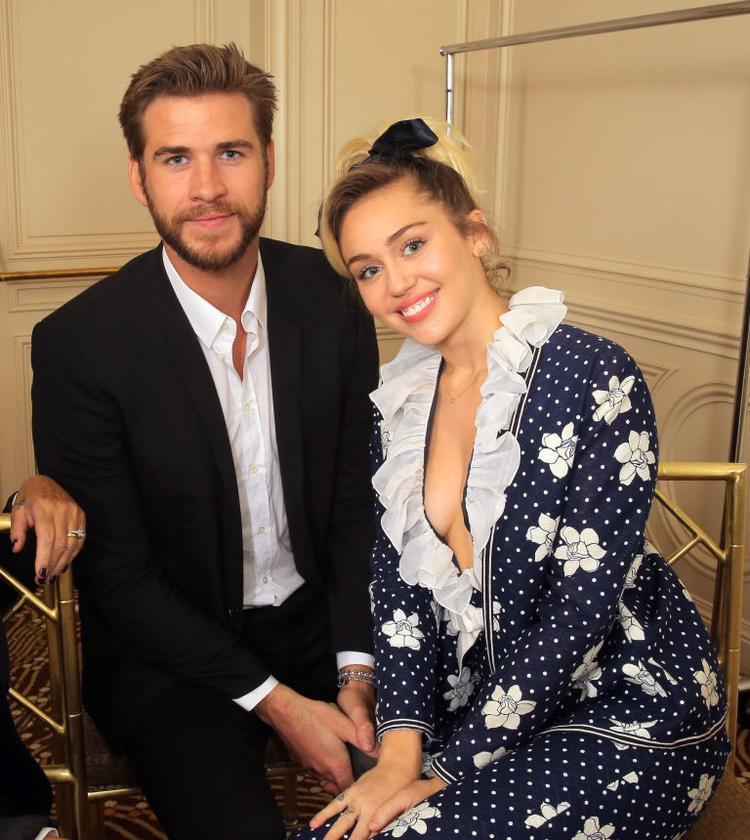 Một số bình luận ác ý cho rằng Liam trở về bên cô nhằm quảng bá về bộ phim Independence Day: Resurgence vào năm 2016 của anh.