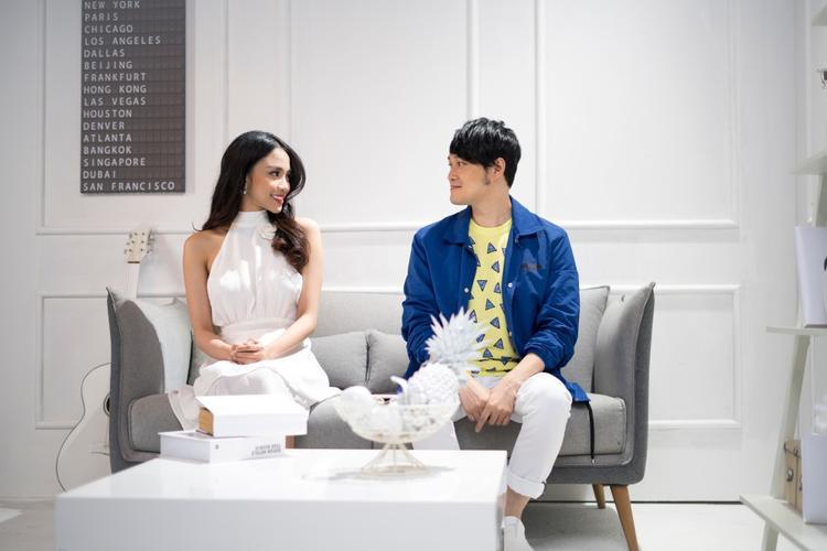 Thiên Nga - hot girl The Face sẽ vào vai bạn gái của Quang Vinh trong MV lần này.