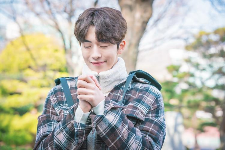 Ơn trời khán giả sắp được gặp lại anh chàng kình ngư đẹp trai Nam Joo Hyuk rồi!
