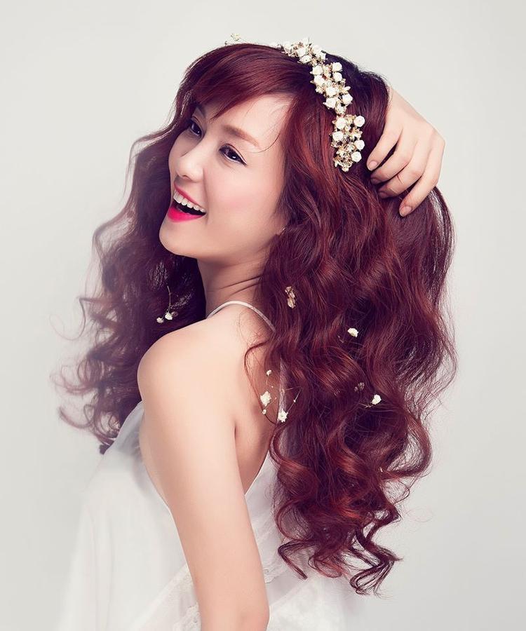 """Giọng hát """"ma mị"""" của Đinh Hương làm cho Chơ vơ khi nghe càng trở nên cô đơn tột cùng."""