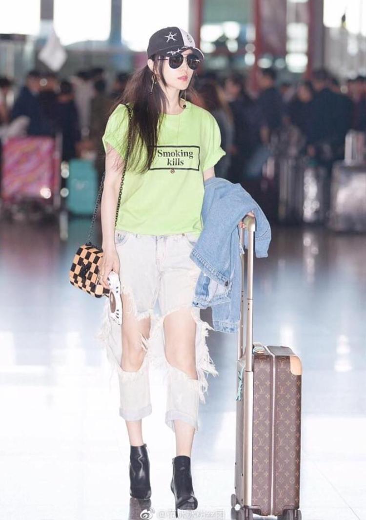 Bị chê già, Phạm Băng Băng bất ngờ cưa sừng làm nghé khi diện quần rách cái bang đi dự Cannes