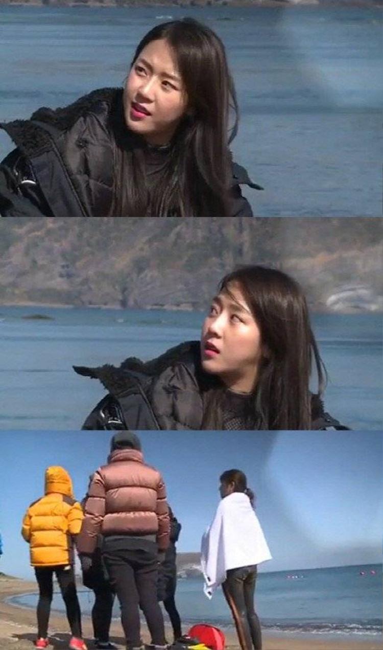 Yewon ăn nói trống không và lườm nguýt đàn chị.
