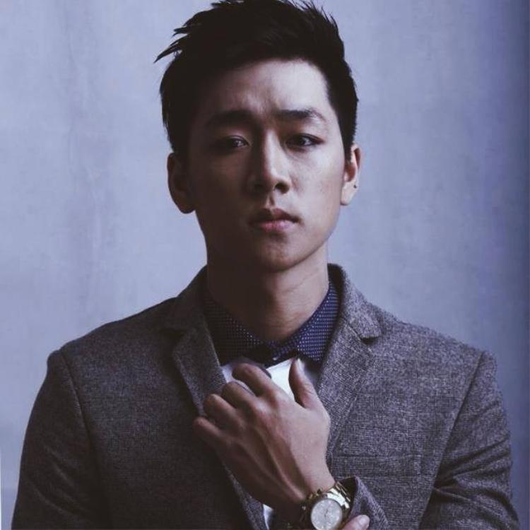 Ba Duy sinh năm 1990, là hot boy nổi tiếng Hà Thành.
