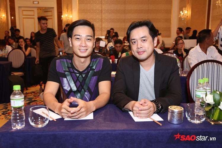 Slim V và Dương Khắc Linh trong buổi họp báo. Nhạc sĩ Hoài Sa do bận công việc nên không thể có mặt.