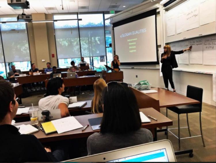 Tyra đứng lớp tại Đại học Stanford.