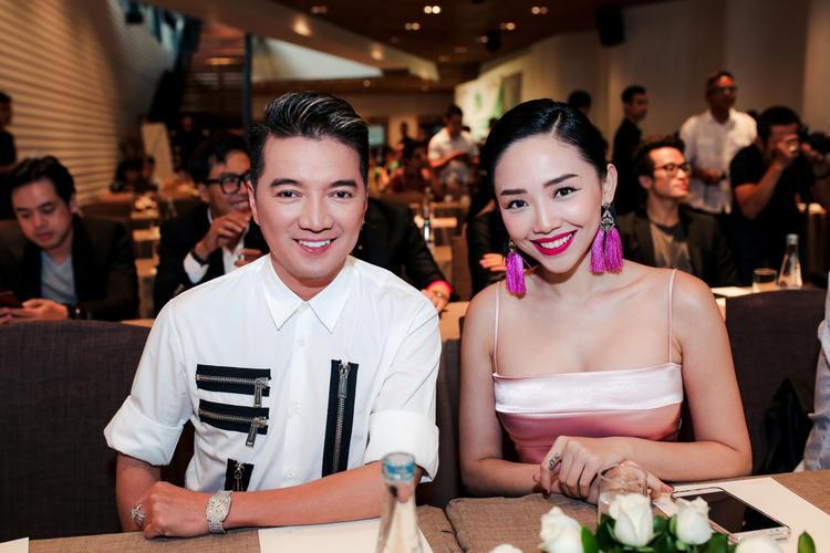 Vào mỗi cuối năm, Làn Sóng Xanh tổ chức lễ trao giải cho 10 nhạc sĩ, 10 ca sĩ được yêu thích nhất và những đêm biểu diễn quy tụ các ngôi sao ca nhạc hàng đầu Việt Nam.