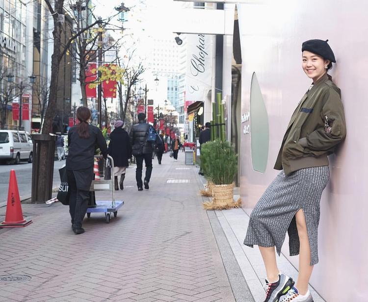 """Phối cách của Minh Hằng khiến giới mộ điệu chẳng thể rời mắtNike Air Max 95 OG """"Neon""""vì thật sự, họ đẹp hoàn hảo!"""