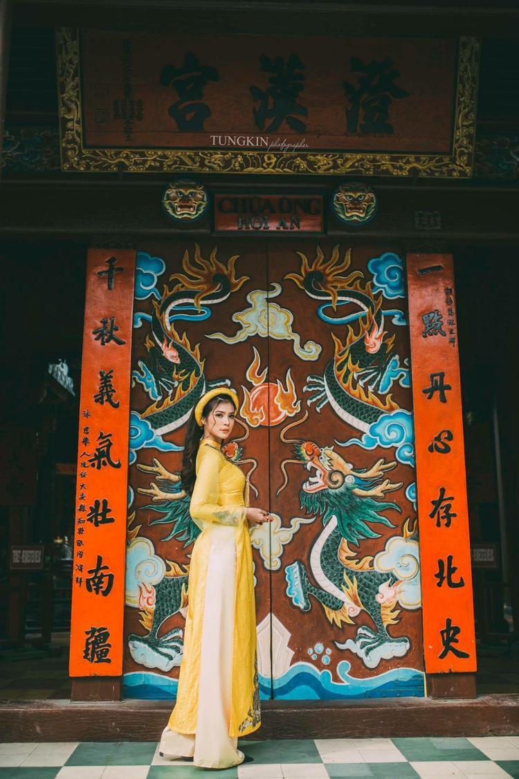Phương châm sống của cô là Sống là để cho đi và không mong nhận lại, Hồng Quỳnh yêu thích các hoạt động thiện nguyện thay vì dành nhiều thời gian cho bản thân như bạn bè đồng trang lứa.
