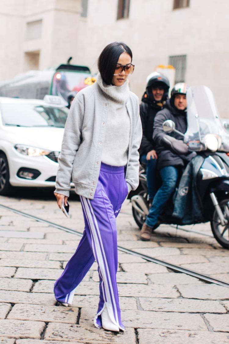 Quần thể thao ống rộng mix cùng boots cao gót giờ là điều hết sức bình thường mà lại còn trendy nữanhé các nàng.