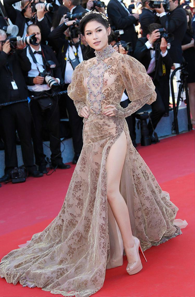 Với lần làm việc chung này, chính nhà thiết kế Galia Lahav đính thân lựa chọn để Ngọc Thanh Tâm cho chiếc váy phù hợp nhất đến với Liên hoan phim quốc tế Cannes lần thứ 70. Và chiếc váy ấn tượng trong bộ sưu tập Haute couture có trị giá gần 1 tỷ đồng.