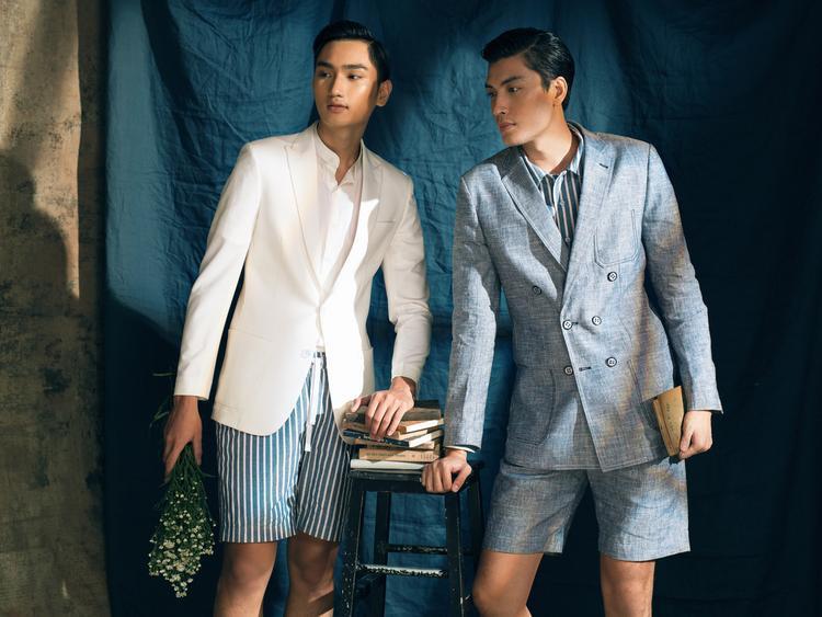 Ngoài những chiếc blazer được chần chỉ thủ công độc đáo, quần shorts linen cũng là những sự kết hợp mới mẻ pha chút nghịch ngợm và khoẻ khoắn.