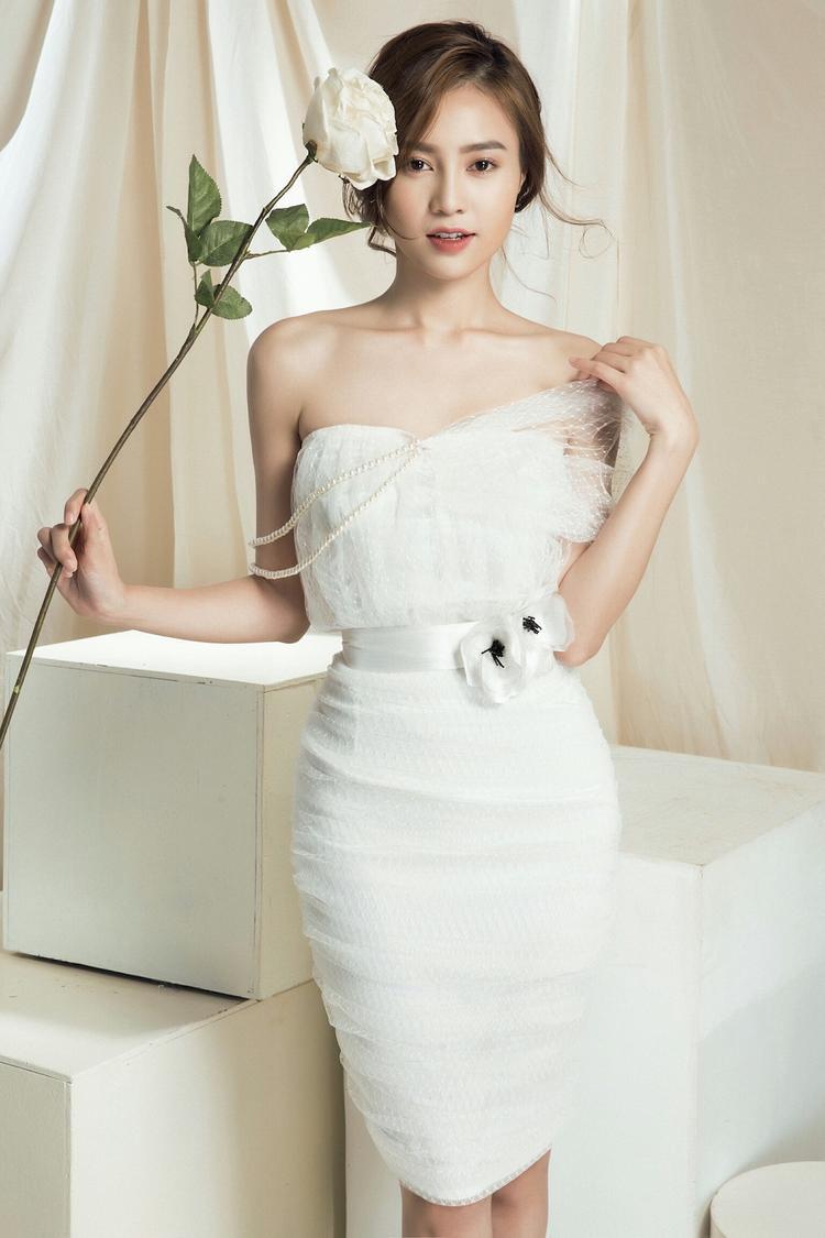 Chi Pu  Ninh Dương Lan Ngọc đóng chính She Was Pretty phiên bản Việt, Angela Phương Trinh rút lui vào phút chót