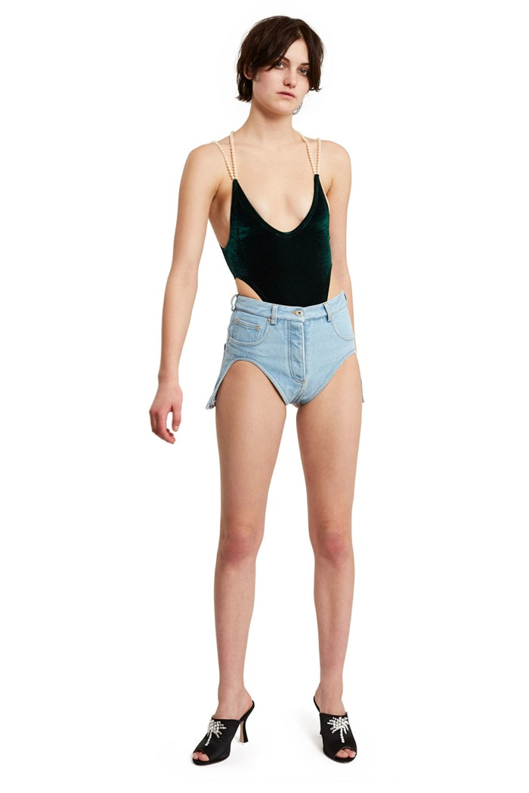Khi tháo ra, chiếc quần sẽ có hiện trạng như thế này, giống như nửa dưới của đồ bơi liền mảnh.