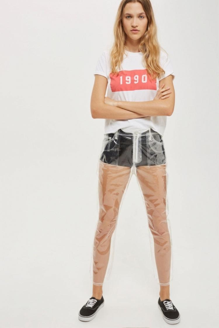 …hay mẫu quần trong suốt cũng là một trong những items độc đáo trong mùa Xuân Hè năm nay.