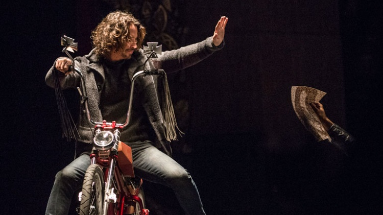 Brad Pitt đau lòng trước nguyên nhân cái chết của huyền thoại nhạc rock Chris Cornell