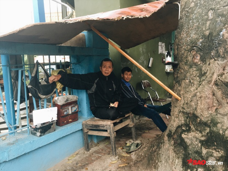 Giữa mùa hè mà người Hà Nội đang phải mặc áo ấm ra đường vì lạnh kia kìa!