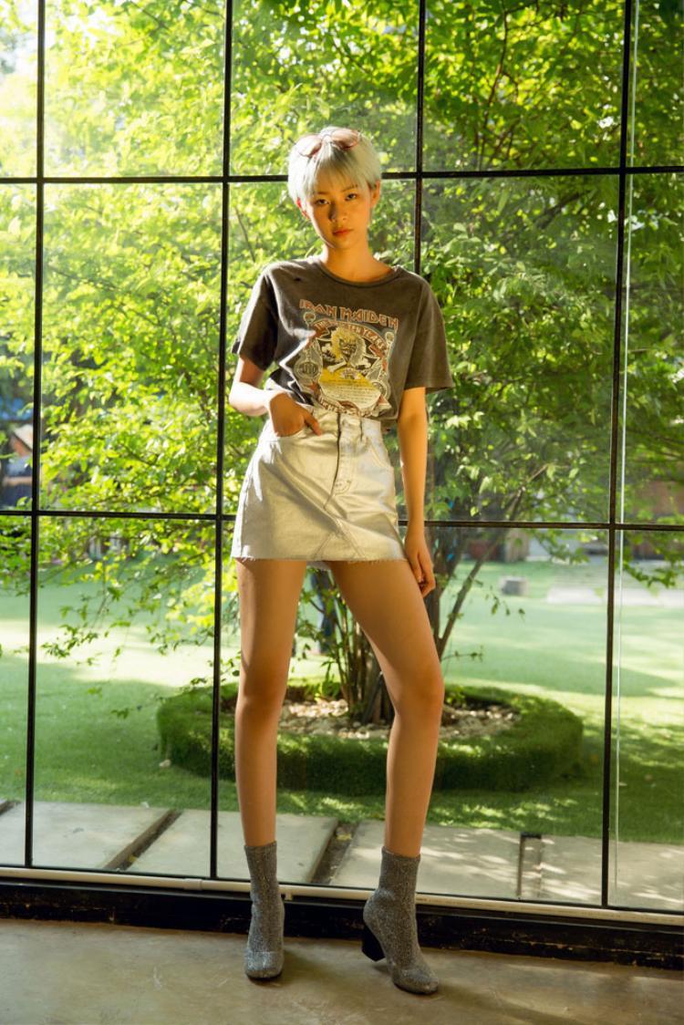 Trong bộ ảnh mới, Phương Anh được stylist tư vấn xuất hiện trong trang phục và trang điểm phong cách Hàn Quốc…